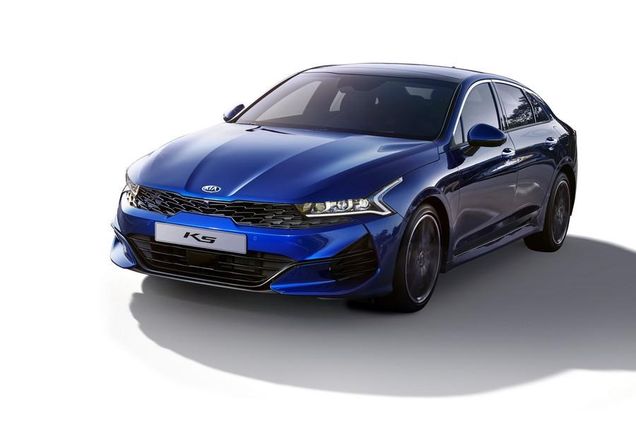 Kia объявила комплектации и цены на седан K5 в России