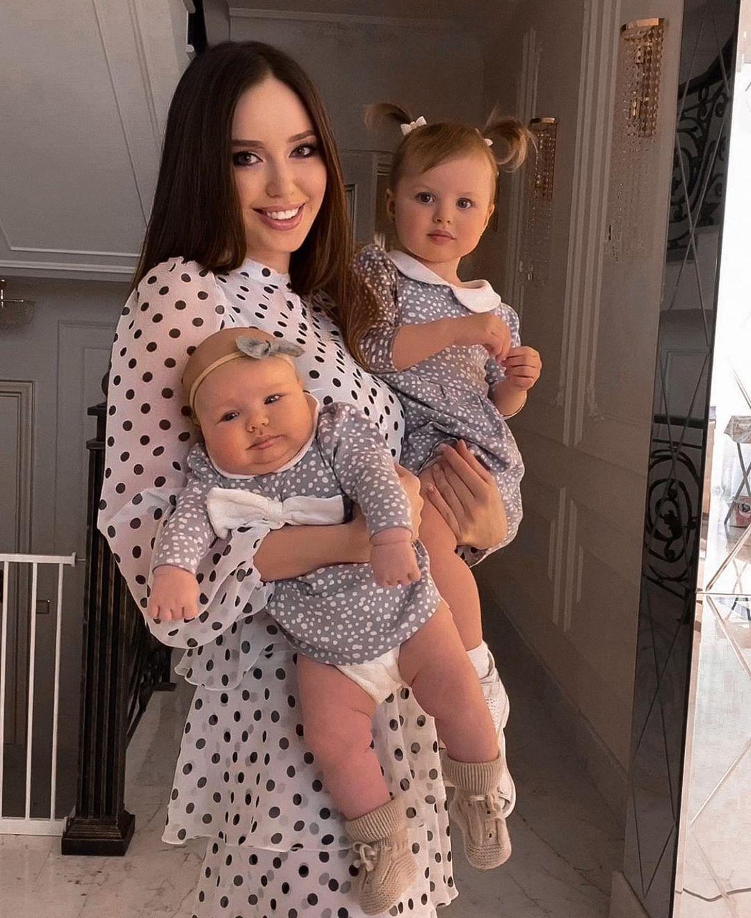 Анастасия Костенко с дочками