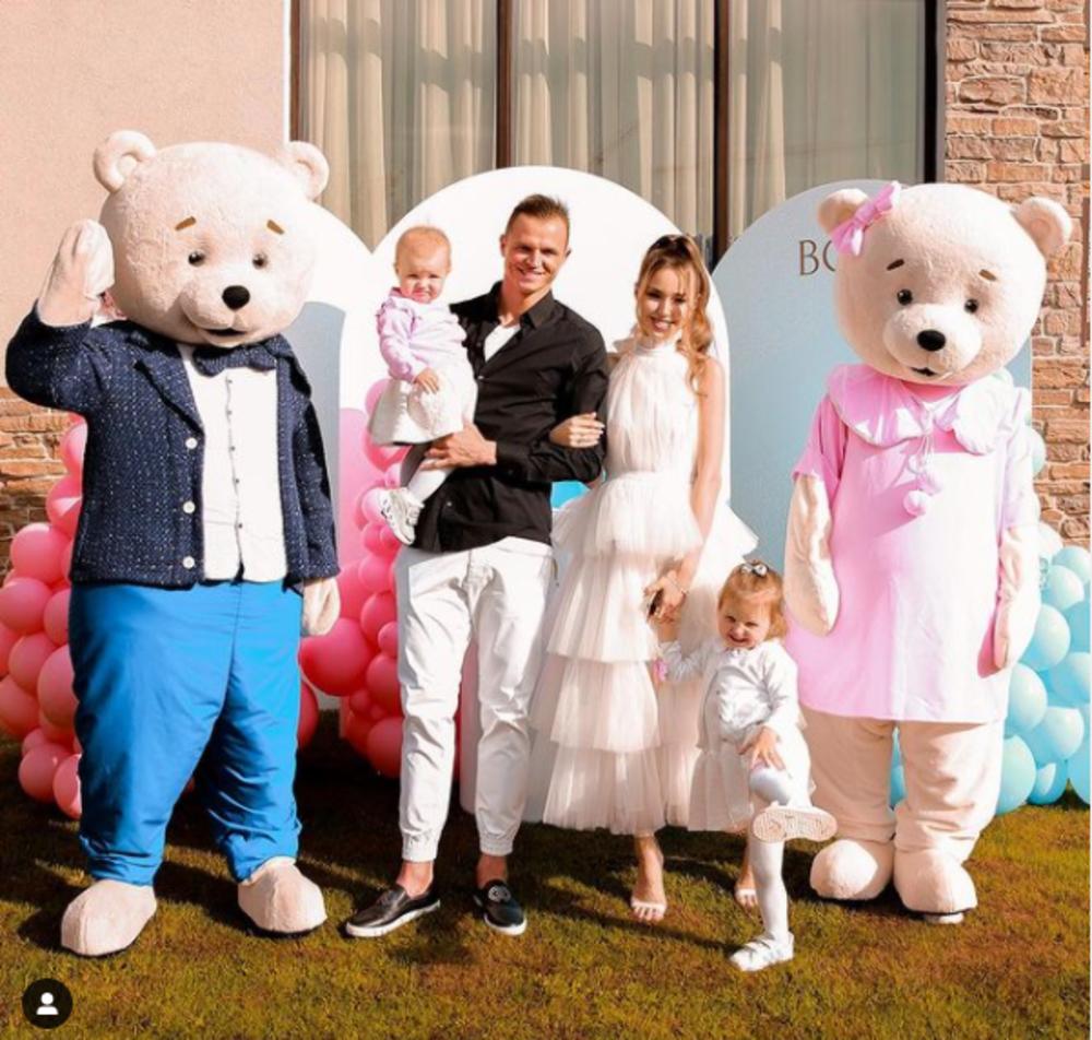 Анастасия Костенко с семьей