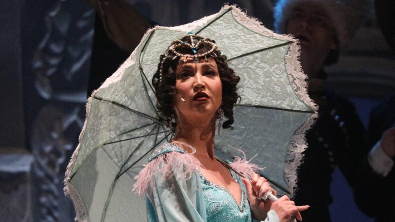 Ольга Бузова на сцене театра