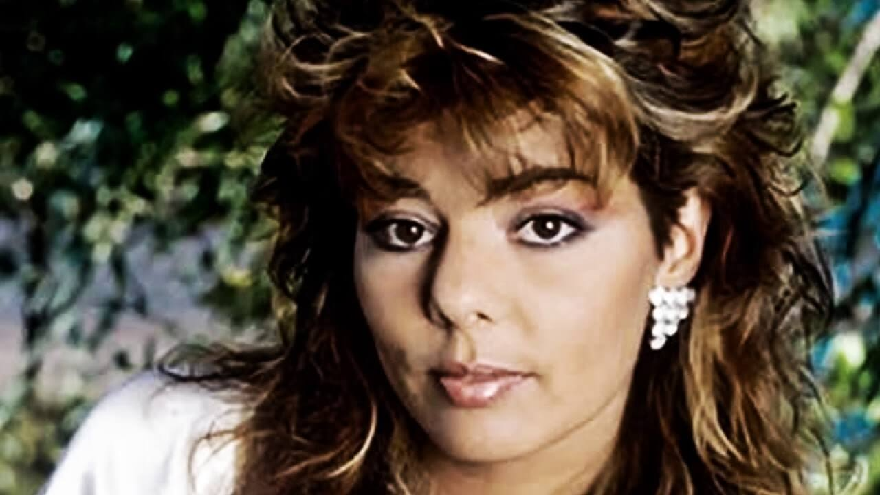 Сандра начала свою карьеру в Arabesque